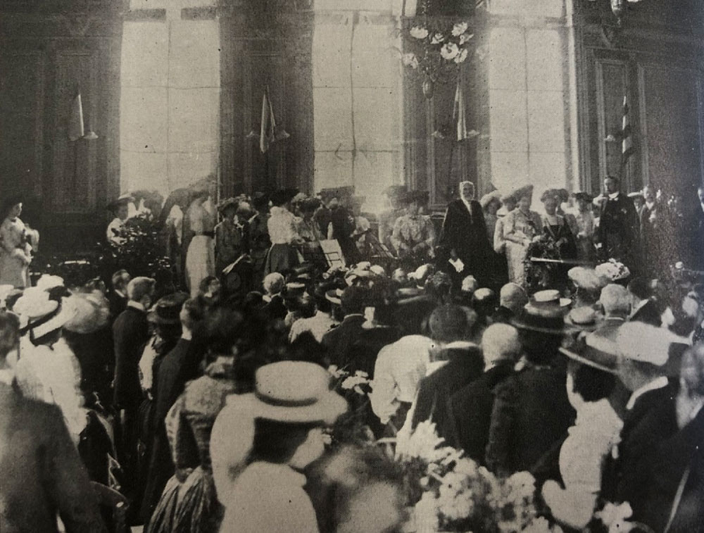 This is an image of the King's dinner that took place in the main hall at Hampstead Town Hall.